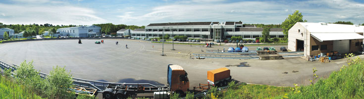 The photo shows the Vehicle Engineering Test Facility of the BASt